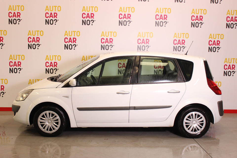 occasion renault scenic ii 1 5 dci 105 confort expression blanc diesel nimes 7913 auto car no. Black Bedroom Furniture Sets. Home Design Ideas