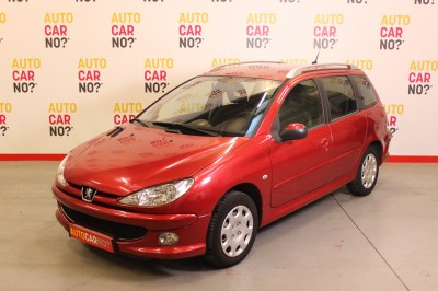 Voiture occasion PEUGEOT 206 SW 1.4 HDI TRENDY Rouge Diesel Nimes Gard