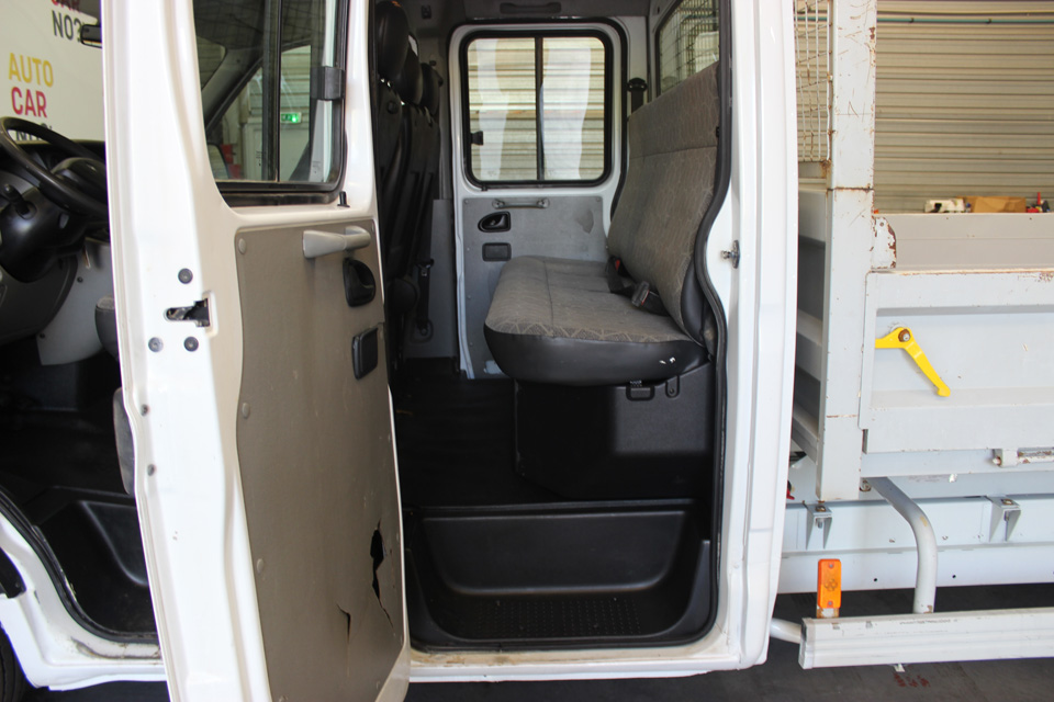 occasion renault master 2 benne double cabine dci 120 confort blanc diesel nimes nos occasions. Black Bedroom Furniture Sets. Home Design Ideas