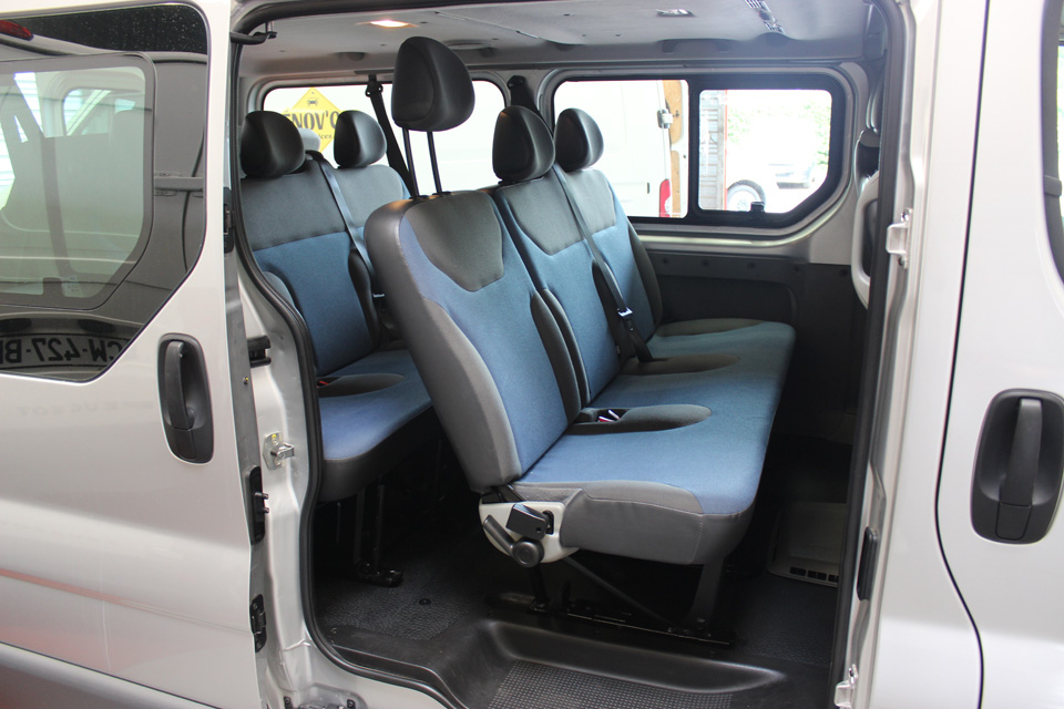 occasion renault trafic 2 passenger grand expression dci 115 euro5 gris diesel avignon 8396. Black Bedroom Furniture Sets. Home Design Ideas