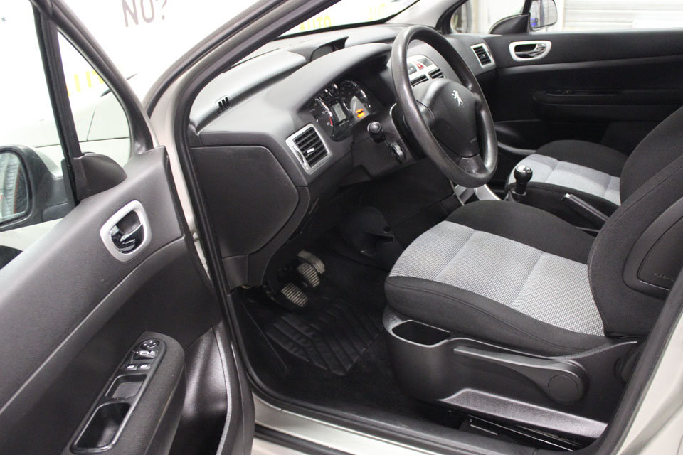 occasion peugeot 307 1 6 hdi 90 style 5p gris diesel nimes 8466 auto car no. Black Bedroom Furniture Sets. Home Design Ideas