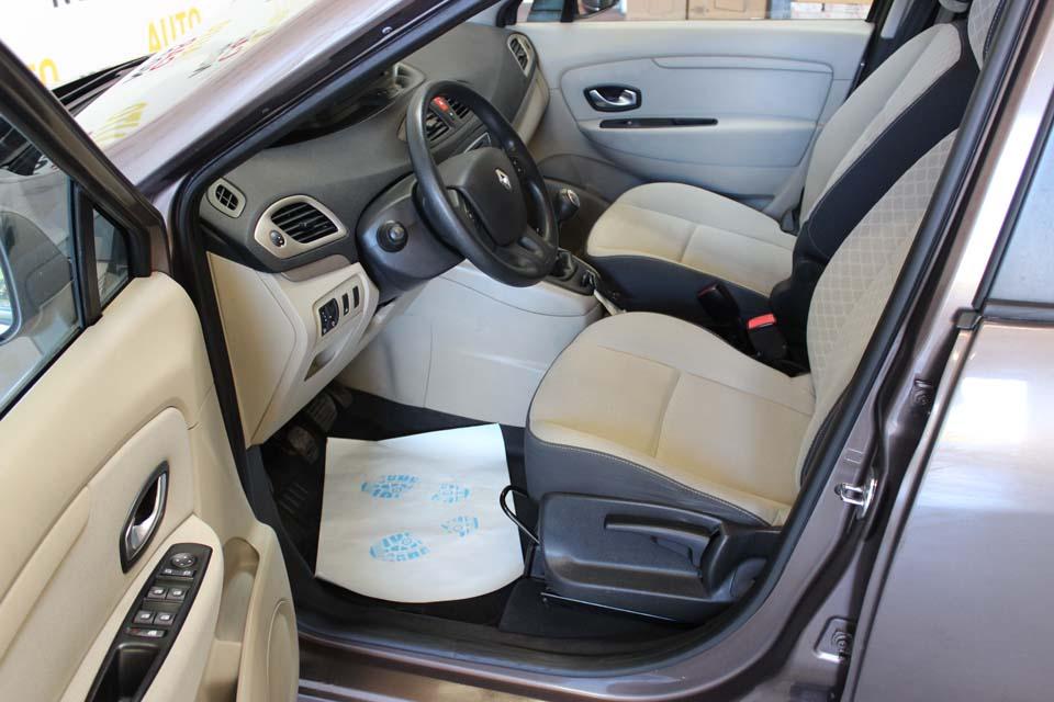 scenic 3 1 5 dci 105 expression 2009 mouvement uniforme de la voiture. Black Bedroom Furniture Sets. Home Design Ideas