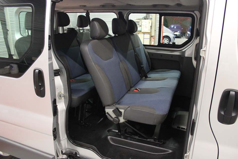 renault trafic passenger 9 places. Black Bedroom Furniture Sets. Home Design Ideas