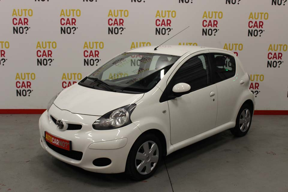 occasion toyota aygo 1 0 vvt i connect 5p blanc essence. Black Bedroom Furniture Sets. Home Design Ideas
