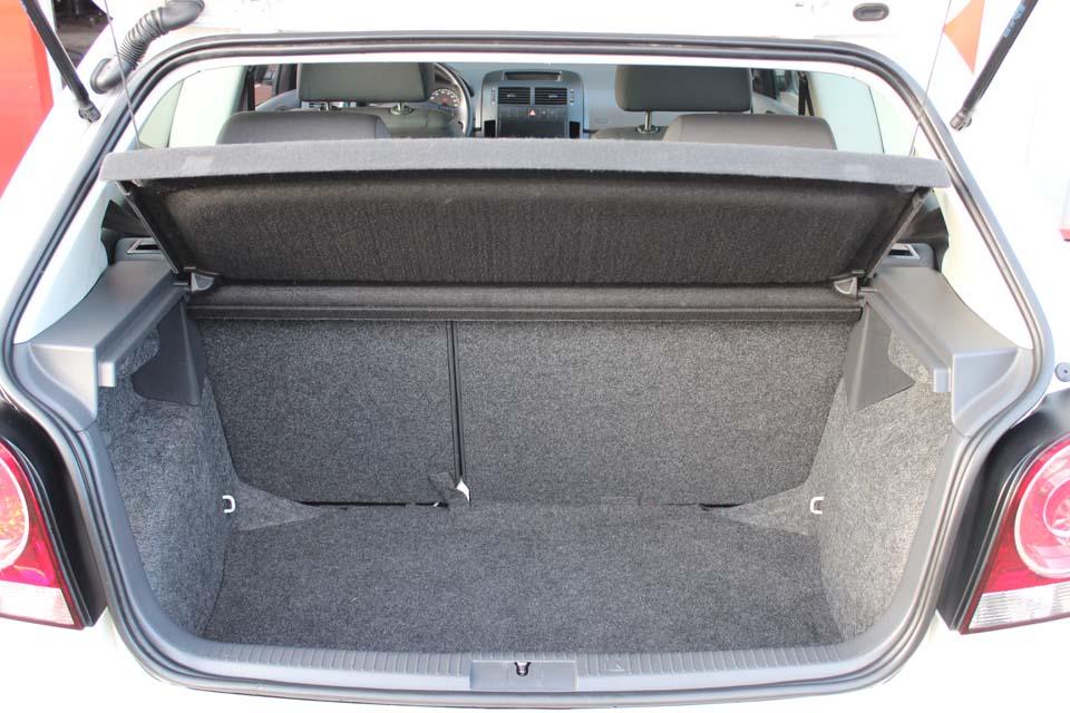 occasion volkswagen polo 4 1 4 tdi 70 3p blanc diesel nimes 8621 auto car no. Black Bedroom Furniture Sets. Home Design Ideas