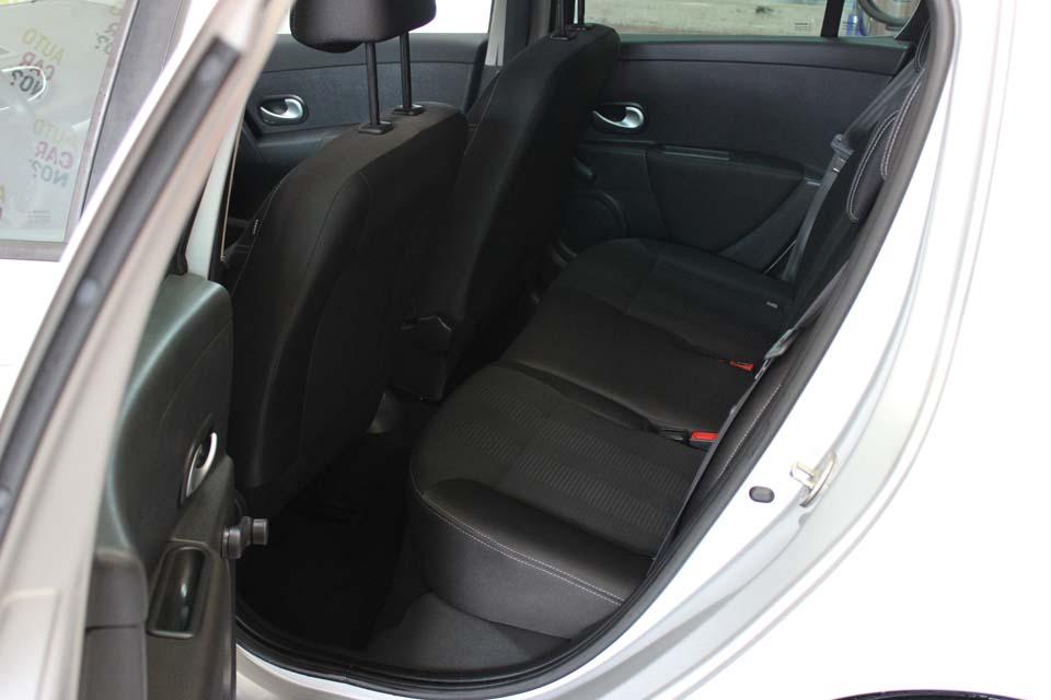 occasion renault clio 3 1 5 dci 85 115g dynamique tomtom 5p gris diesel al s 8698 auto car no. Black Bedroom Furniture Sets. Home Design Ideas