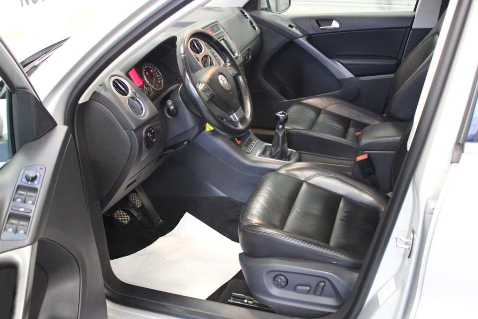 occasion volkswagen tiguan 2 0 tdi 140 fap carat 4motion gris diesel arles 8664 auto car no. Black Bedroom Furniture Sets. Home Design Ideas