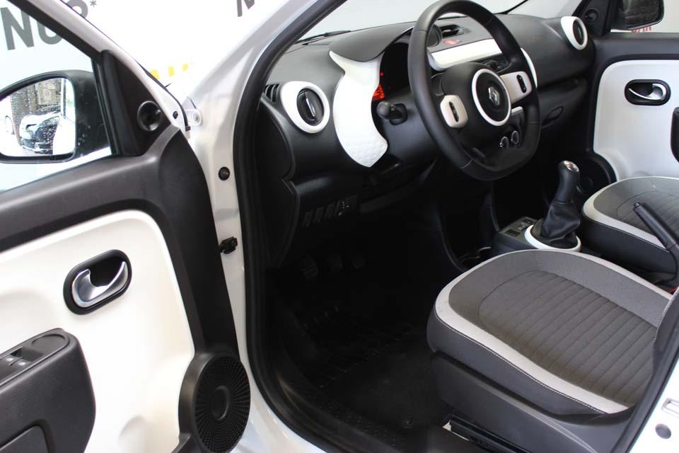 occasion renault twingo 3 1 0 sce 70 eco2 zen blanc essence nimes 8785 auto car no. Black Bedroom Furniture Sets. Home Design Ideas