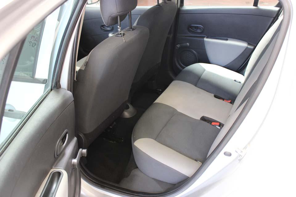 occasion renault clio 3 1 5 dci 70 authentique 5p gris diesel nimes 8821 auto car no. Black Bedroom Furniture Sets. Home Design Ideas