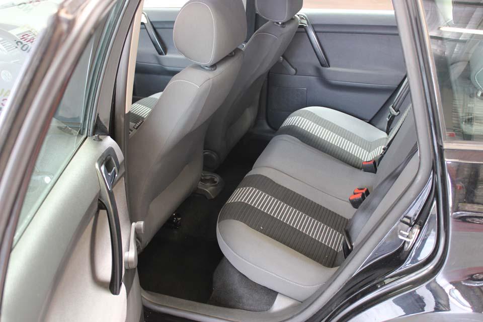 occasion volkswagen polo 4 1 2 70 united 5p noir essence avignon 8827 auto car no. Black Bedroom Furniture Sets. Home Design Ideas