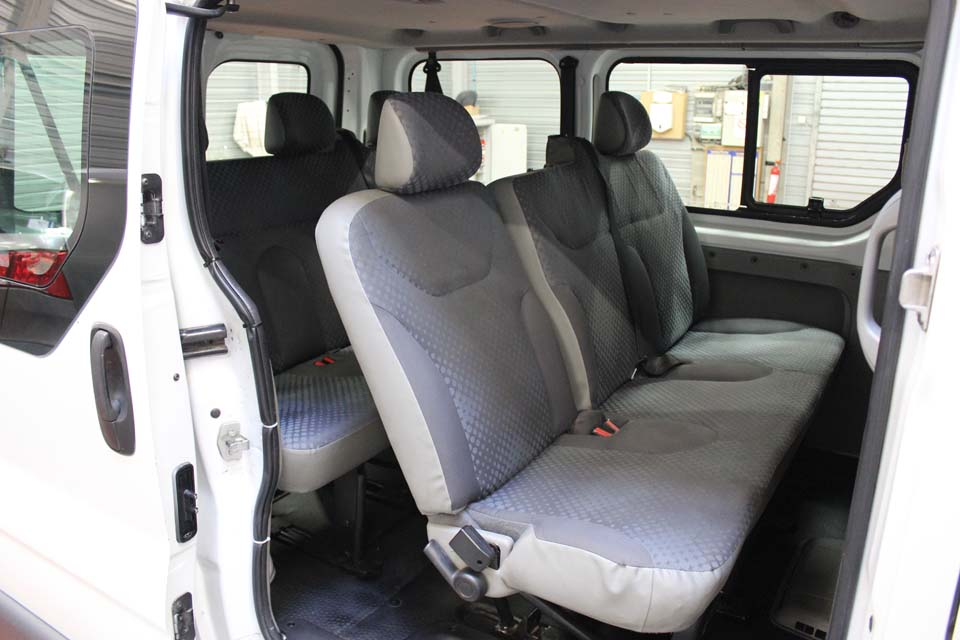 occasion renault trafic 2 passenger 2 5 dci 145 expression. Black Bedroom Furniture Sets. Home Design Ideas