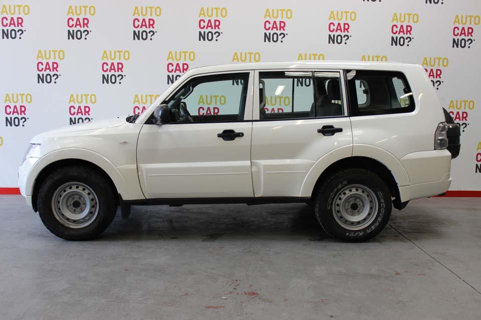 occasion mitsubishi pajero 3 2 di d 160 cv blanc diesel nimes 8904 auto car no. Black Bedroom Furniture Sets. Home Design Ideas