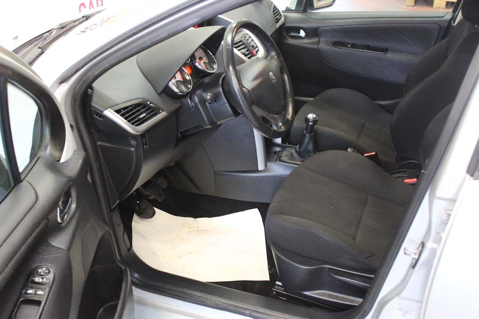 occasion peugeot 207 1 6 hdi 16v 90 premium 5p gris diesel al s 9260 auto car no. Black Bedroom Furniture Sets. Home Design Ideas