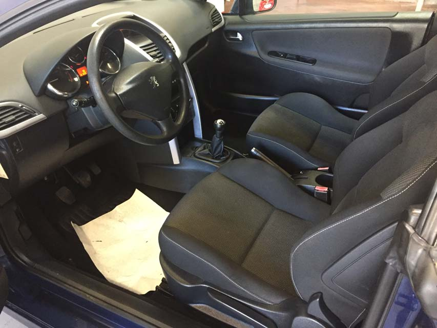 occasion peugeot 207 cc 1 6 hdi 110 bleu diesel arles nos cabriolets d 39 occasion 9824 auto. Black Bedroom Furniture Sets. Home Design Ideas