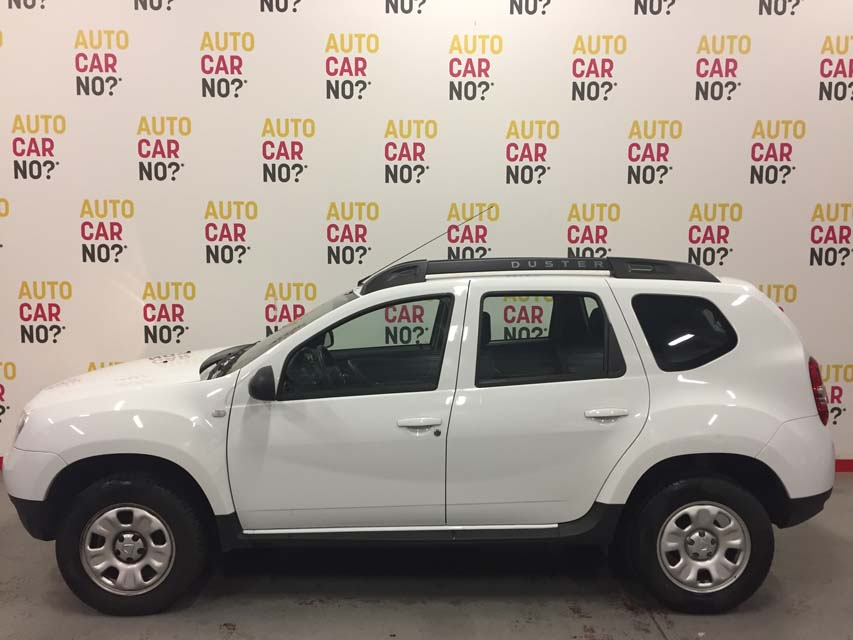 occasion dacia duster 1 2 tce 125 laureate 4x2 blanc essence montpellier nos occasions entre. Black Bedroom Furniture Sets. Home Design Ideas
