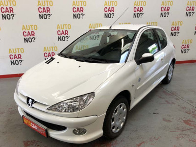 Voiture occasion PEUGEOT 206 1.4 75 GENERATION 3P BLANC Essence Nimes Gard